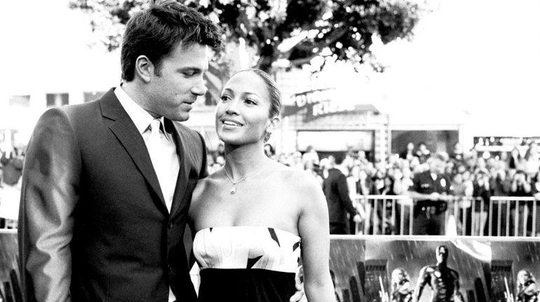 ¡Al fin! Jennifer Lopez y Ben Affleck confirman su romance con apasionado beso