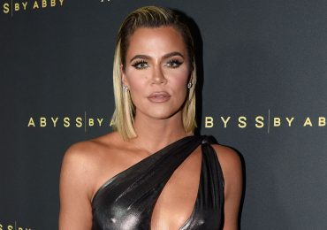"""Khloé Kardashian responde a fan que la llama """"extraterrestre"""" en un nuevo comercial"""