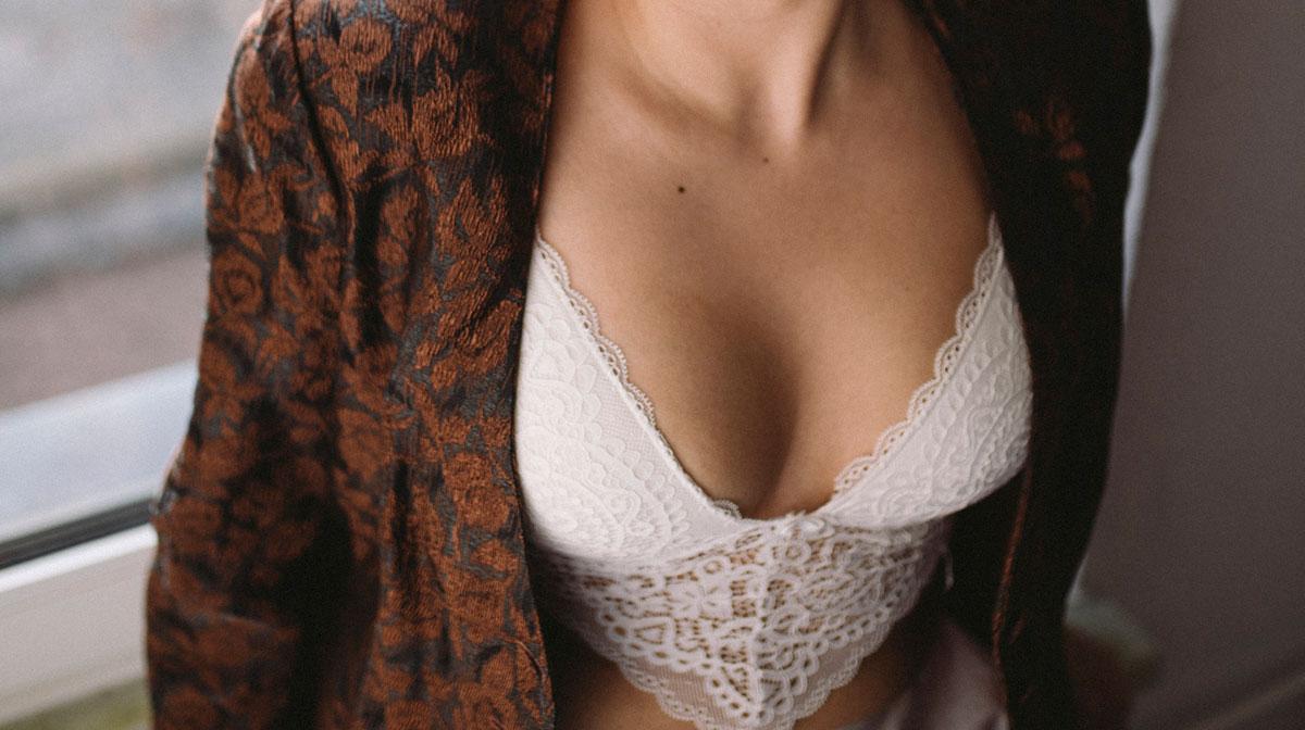 Cómo evitar el sudor de debajo de los pechos - Bralette