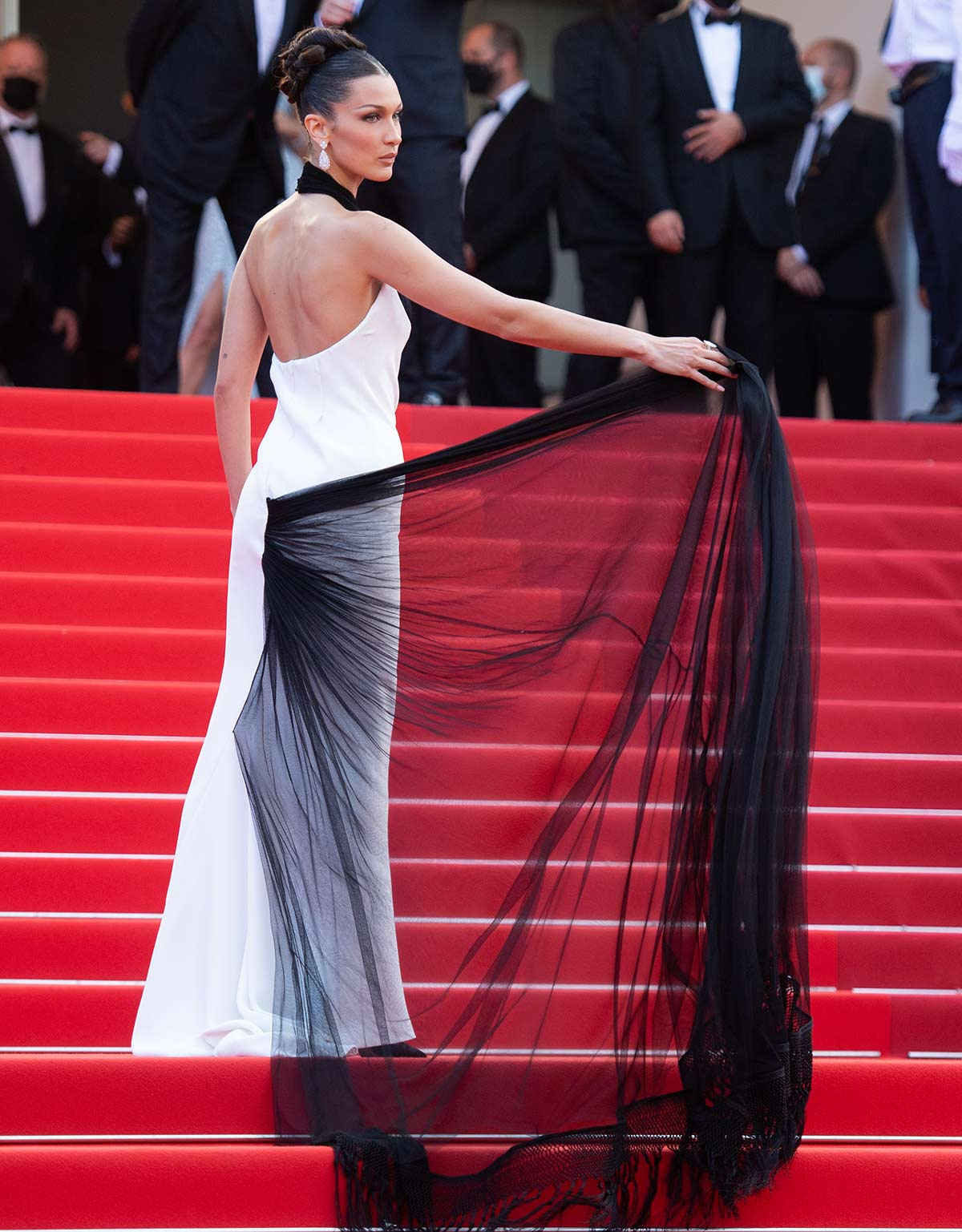 Bella Hadid look Cannes 2021