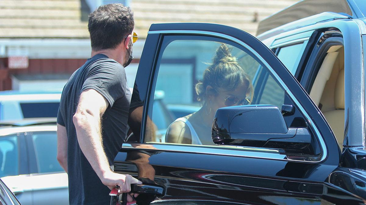 Jennifer Lopez y Ben Affleck recorren mansión de $65 millones de dólares