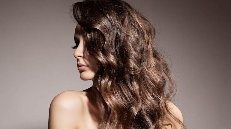 Cómo crear ondas naturales en el pelo con y sin calor