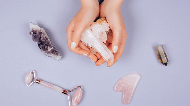 Los beneficios de las piedras y minerales en tu rutina de belleza