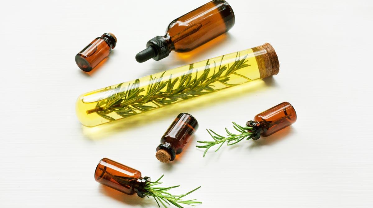 Cómo frenar la caída del pelo con aceite de romeroCómo frenar la caída del pelo con aceite de romero