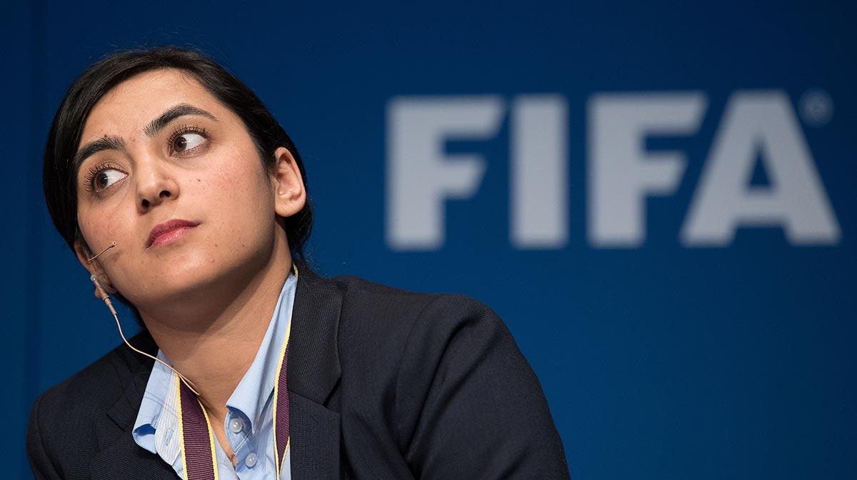 Excapitana de futbolistas de Afganistán les dice a jugadoras: borren fotos y quemen uniformes