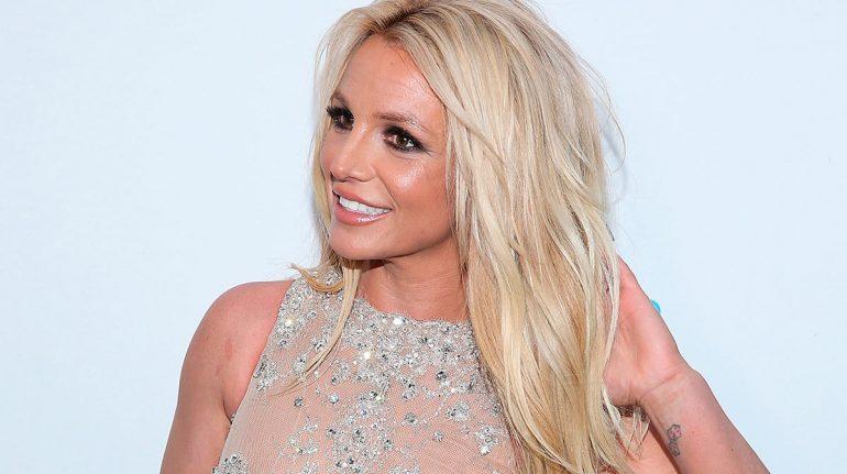 Las recientes fotos en 'topless' de Britney Spears tienen una razón y ella lo explica