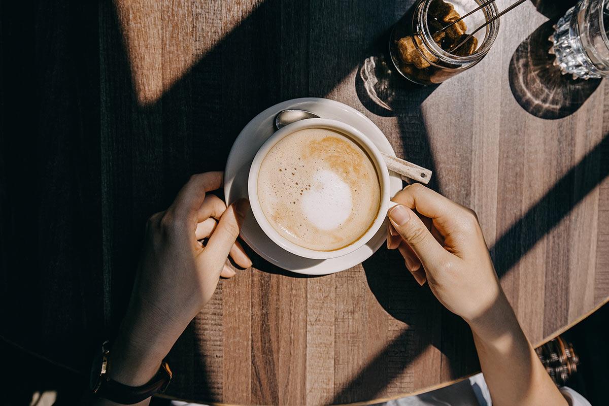 ¿Tomas café sin azúcar? Estudio relaciona sabores amargos con personalidad malévola