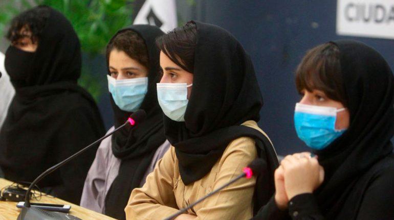 México recibe a primer grupo de mujeres afganas científicas por razones humanitarias