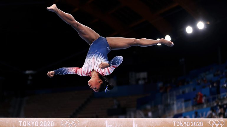 Simone Biles gana bronce