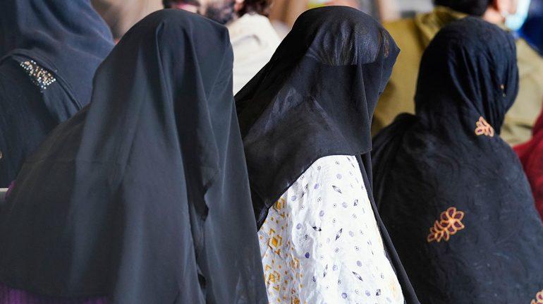 Talibanes permitirán a mujeres afganas ir a la universidad, pero sin clases mixtas