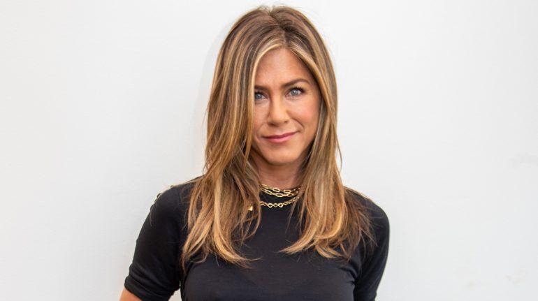¿Quieres una melena envidiable como la de Jennifer Aniston? Ella misma lo hace posible