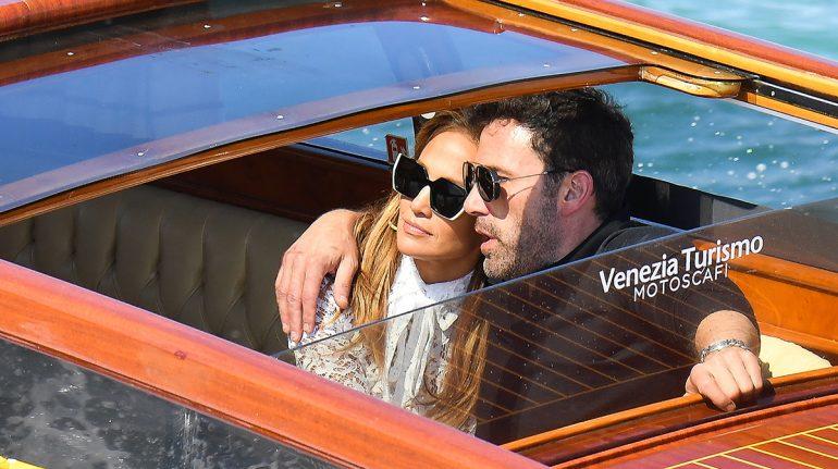 Jennifer Lopez y Ben Affleck derraman miel en el Festival de Venecia