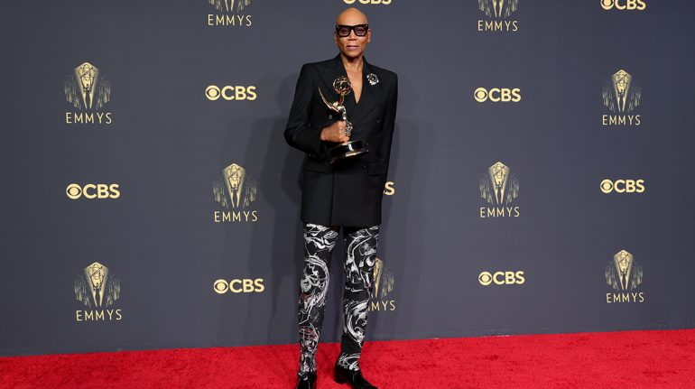 RuPaul hace historia como la persona negra más premiada en la historia de los Emmy