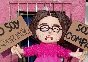 """Hicieron piñata de 'compañere' y ahora elle dice: """"esperen mi demande"""""""