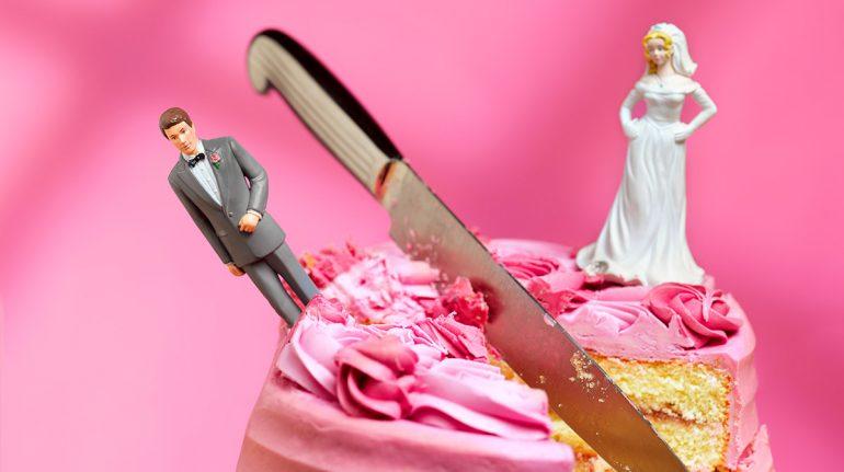 Un hombre pide divorcio a su esposa porque no se baña