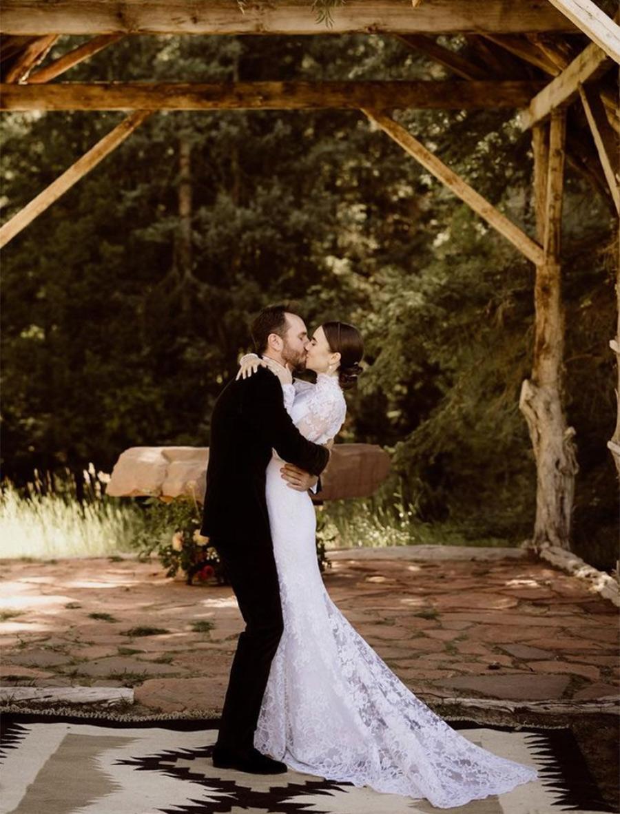 Lily Collins se casó con un look de una boda de ensueño