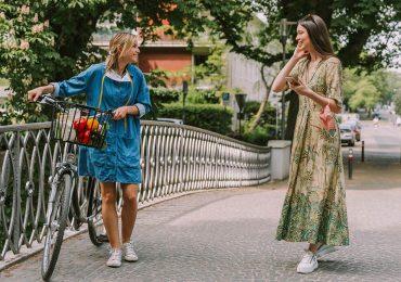 ¿Por qué conversar con desconocidos nos hace más felices? La ciencia lo explica