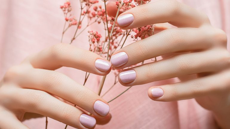 Pink nails: diseños de uñas rosas si te gusta lo sutil y elegante